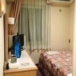 21974072 - ゲストルームは相変わらず狭い