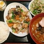 21974797 - 八宝菜定食(唐揚げは遅れてきた) 900円
