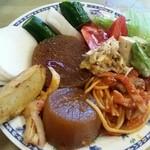 ラーメン来れば - ◆カウンターに ズラリと並んでいる サラダ(惣菜) どれもおいしい(^q^)