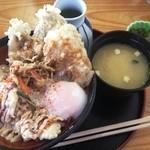 あげたて - 鶏豚丼(550円)と味噌汁(90円)