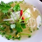 フォー ベト レストラン - あっさりとした鶏がらだしのスープはコク深く美味しい!