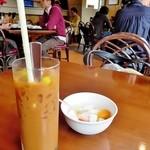 フォー ベト レストラン - タピオカ入りのアイスコーヒーと杏仁豆腐
