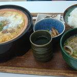 Anzenresutorangozaishosabisueria - カツ鍋定食(\1,050)
