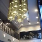 オテル・ド・マロニエ 下呂温泉 - 吹き抜けの広い天井です。落ち着きますね。