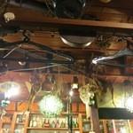 網元 - 天井には北海道らしい仕掛けが。