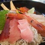 21982096 - まぐろ海鮮丼