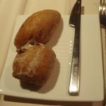 アクアヴィット - ライ麦パンと胡桃パン