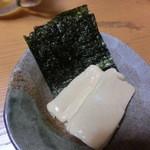 居酒屋雄 - チーズを海苔に巻いて・・・