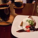 中目黒カフェサンズ - バナナキャラメルチーズケーキとコーヒー