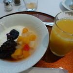マーレ ディ オータニ - デザートとオレンジジュース