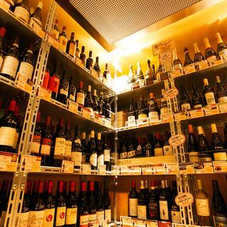 圧巻のウォークインセラーでお好みのワインをチョイス!