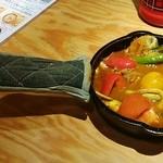 野菜を食べるカレー camp - 器は可愛らしいフライパン♪