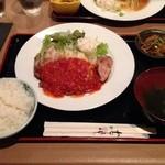 たくあん・牡丹亭 - 日替りランチのチキンのチーズ焼トマトソース850円
