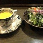 22382 - かぼちゃスープとサラダ
