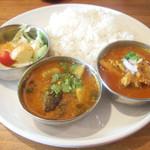 インド富士 - インド富士セット(900円) カレーは秋野菜のサンバルとチキンカレー