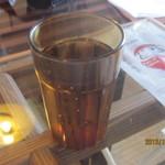 直島カフェ コンニチハ - お茶はセルフサービス