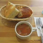 ラ・プルミエプゥッス - ランチのパンとスープ
