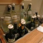 22008924 - これが飲み放題ワイン。自分でつげるのは嬉しい!