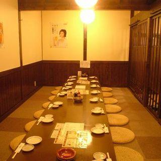 テーブルをつなげれば30名の宴会可能な個室に!!