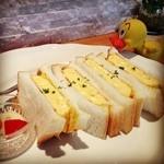 山麓カフェ - 2013/10/22  玉子焼きのサンド 自家製ピクルス添え