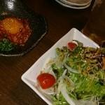 22016556 - 石田屋サラダと炙りユッケ。