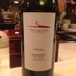 22017733 - ソムリエの店長ジョニーさんがお料理に合わせてセレクトしてくれるおすすめワイン。あ~しあわせ~♪