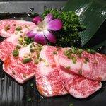 焼肉 牛亭 - 脂が多くて旨味も濃い絶品肉の「上カルビ(\1600)」。