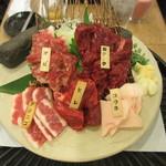 東京馬焼肉 三馬力 - 極上馬刺し5点盛り合わせ