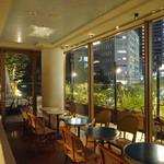 347CAFE&LOUNGE - 窓いっぱいに都会の夜景