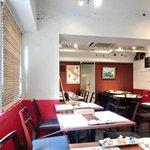 ロッソ エ ビアンコ - <'13/10/21撮影>店内のテーブル席の風景です