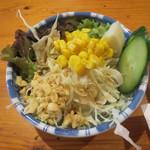 広島お好み焼 ひな - お通しのサラダ