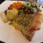 Abats. - アンチョビと野菜のキッシュ