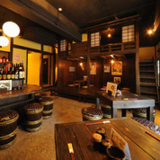江戸時代の「煮売り屋」を連想させる温もりある古民家空間