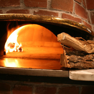 本格薪釜で焼きたてのピザを!