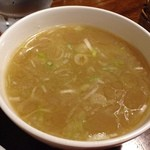 そらまめらぁめん本舗 - チャーハンにつくスープは・・・ とんこつスープf^_^
