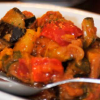 スペインの田舎のおばあちゃんが作ってくれるような、優しい味のスペイン料理をご用意しております。