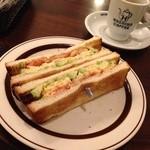 星乃珈琲店 - 海老とアボカドと玉子のトーストサンド(¥580)