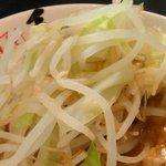 22038271 - モヤシとキャベツは茹でているだけなので、スープに沈めて食べましょう