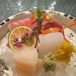 日本料理 オカモト - 烏賊や金目鯛などのお造り