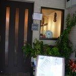 ケララの風Ⅰ - お店の概観です。オープンしたてなので綺麗です。ドアが個人宅のような感じです。