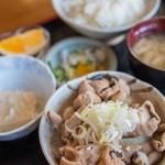 いなり食堂 - 料理写真:モツ煮込定食