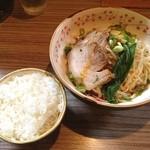 麺や輝の穴 - 汁なし坦々麺(ライスつき)