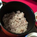古材の森 - 玄米ご飯には味味噌が付いてきます。