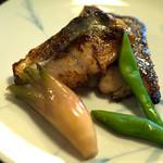 古材の森 - 「黒豆と・・・ランチ」はお魚がメインで日替。この日は「糸島魚のこうじ焼」でした。