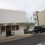 22045495 - 右手の駐車場奥に小さな別のお店ができています