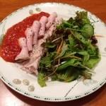 もつ焼き いしん - ローストポークサラダ(800円)