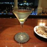 ホテル日航成田 - 料理写真:マティーニ 1100円     ナッツ盛合せ 880円