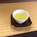 柳桜園茶舗 - 待っている間、お茶を出して頂きました♪