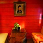 オットニ - 出入口のソファ席