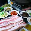 一光 - 料理写真:当店一押しサムギョプサル◎2名様より承ります!新鮮な野菜とネギサラダがついて1000円とリーズナブル♪